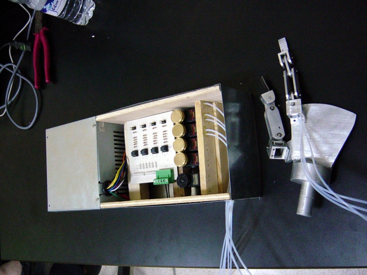 Haptic feedback glove control system