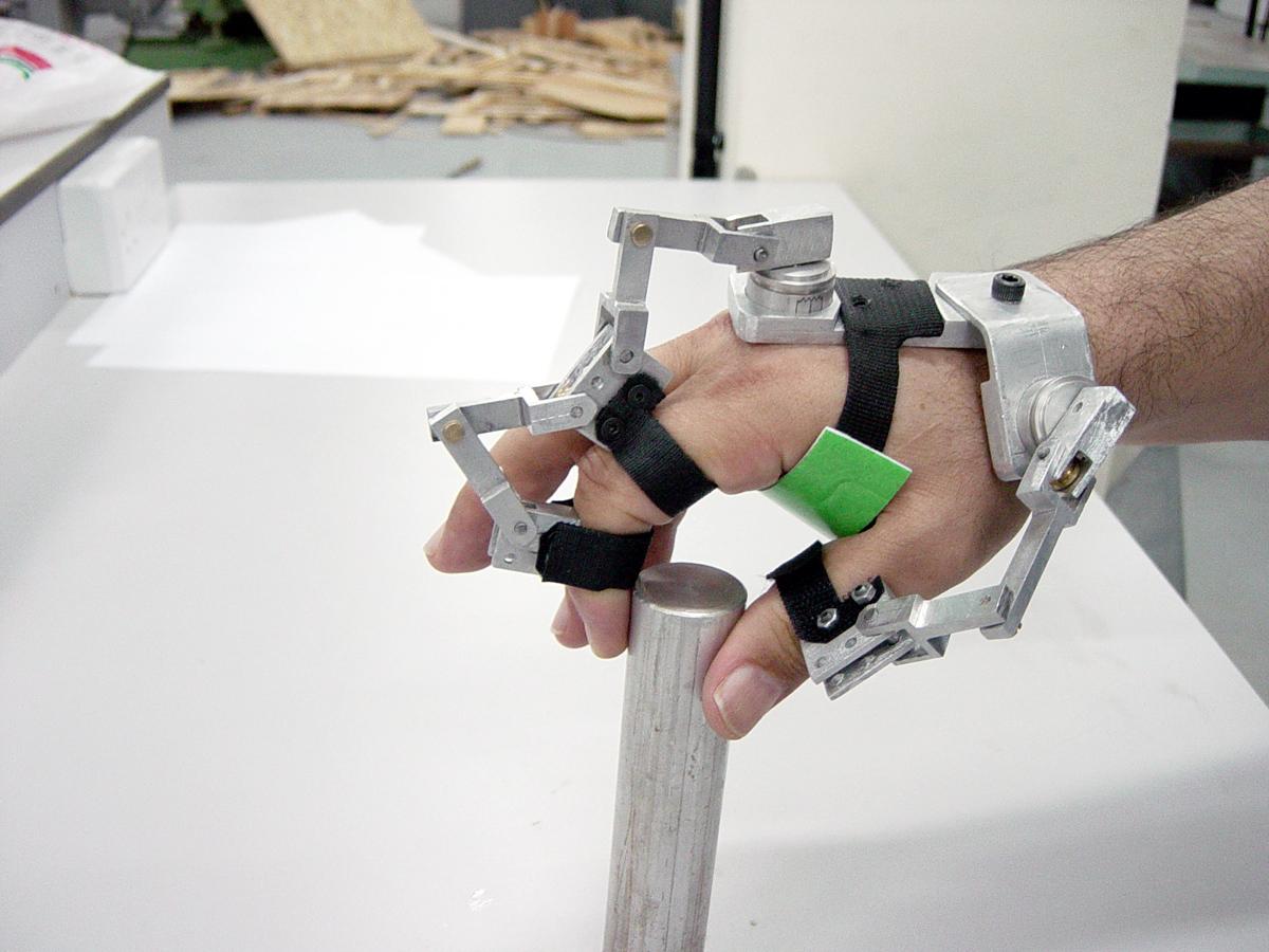 Haptic feedback glove